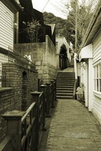 ラインの館への坂